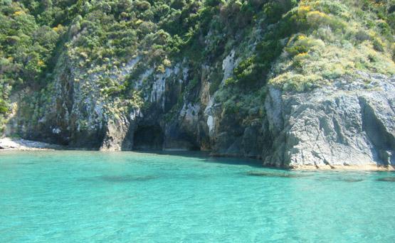 isola-di-palmarola-grotte-affitto-gommoni-circeo