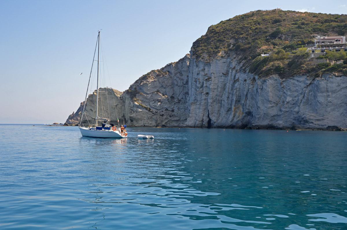 barca-vela-noleggio-gommone-circeo-ponza-isole-pontine