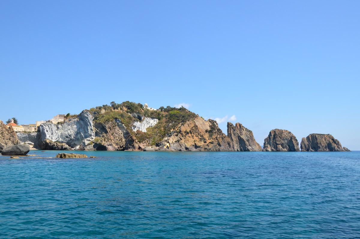 cala-noleggio-gommone-circeo-ponza-isole-pontine