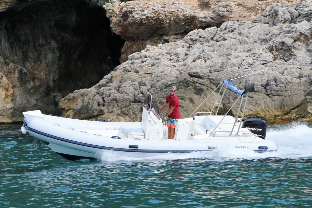 noleggio-affitto-gommone-circeo-pontine-master-730-navigazione