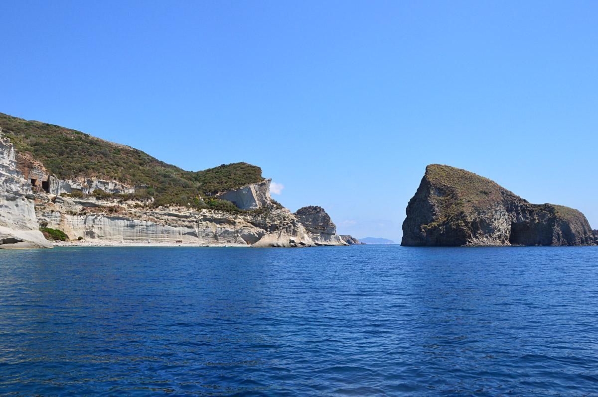 panorama-palmarola-noleggio-gommone-circeo-ponza-isole-pontine