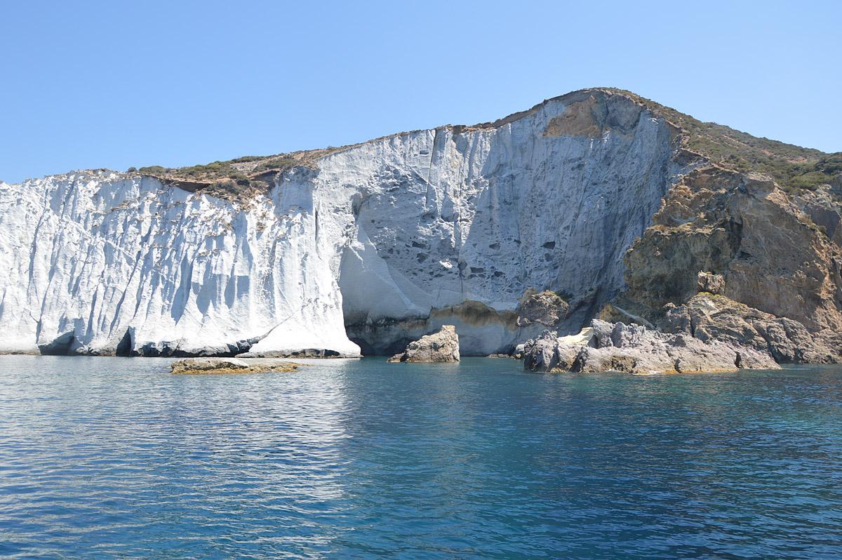 scogliera-bianca-noleggio-gommone-circeo-ponza-isole-pontine
